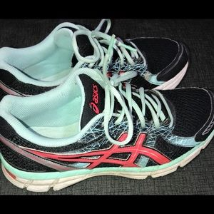 Woman's ASICS Gel-Excite 2 Running Shoes
